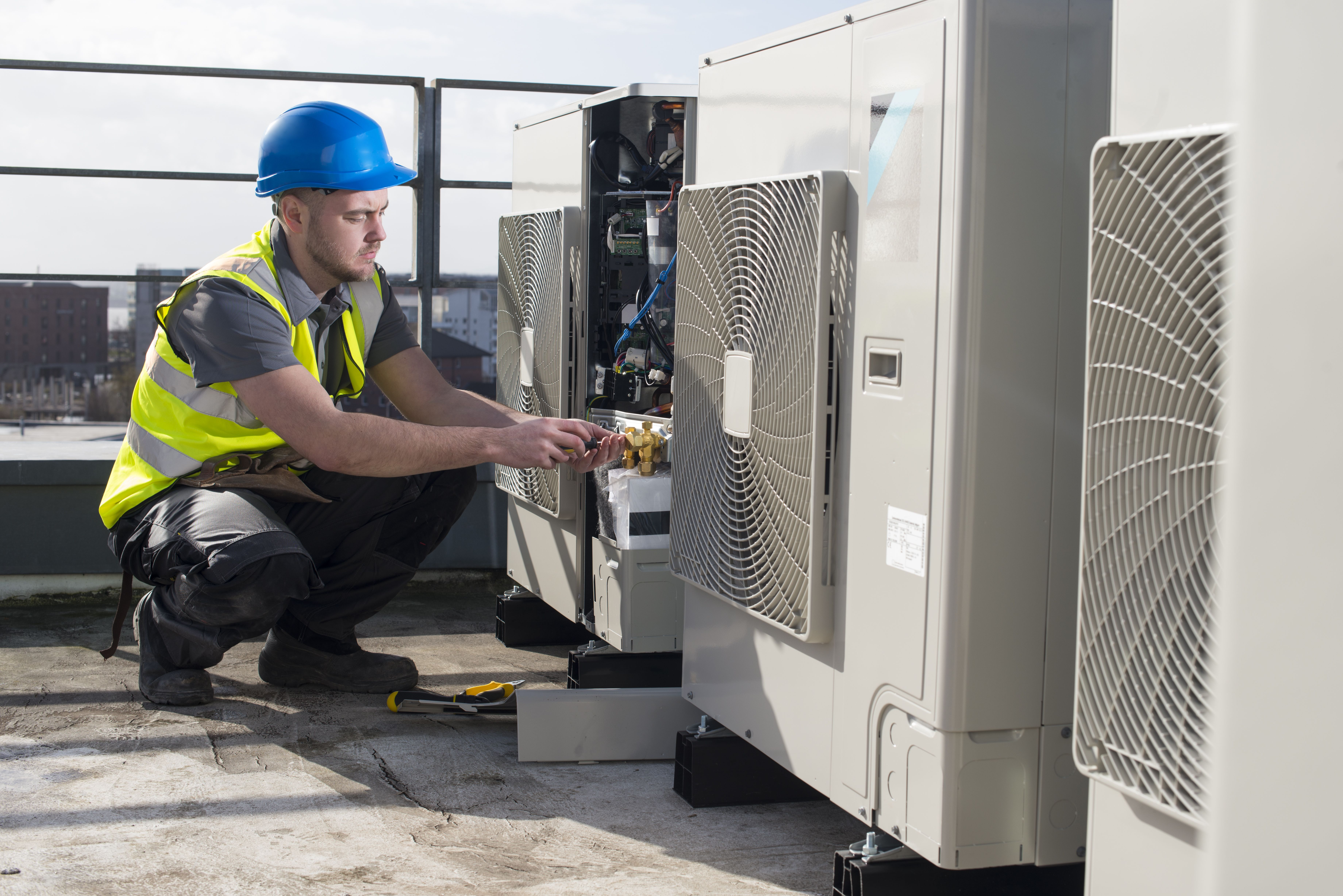 Servicing Air Conditioning Condenser